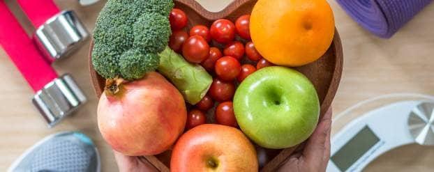 Foto van een schaal met fruit en groenten