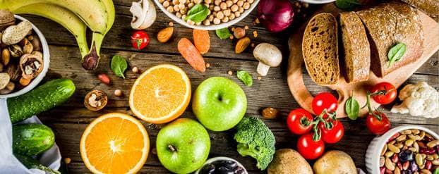 Foto van verschillende producten zoals kikkererwten, brood, bananen ter illustratie van de glycemische index
