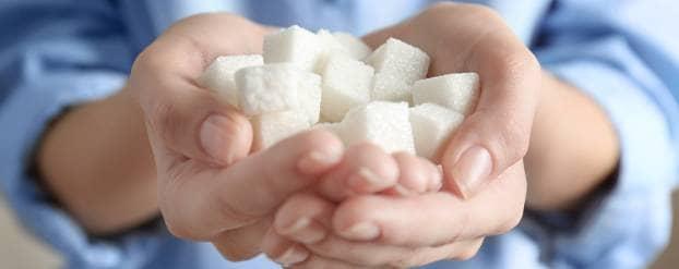 Twee handen vol met suikerklontjes