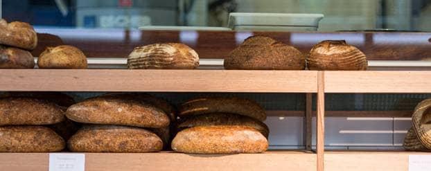 Bakkerij met verschillende soorten brood