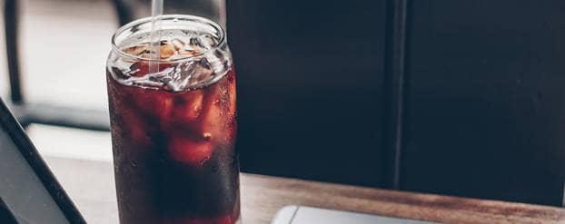 Glas met frisdrank