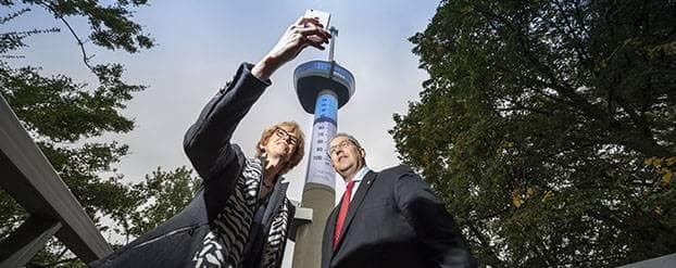 Euromast tijdelijk grootste insulinespuit ter wereld