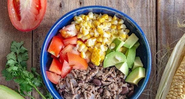 Kool­hydraat­arme Mexicaanse bowl
