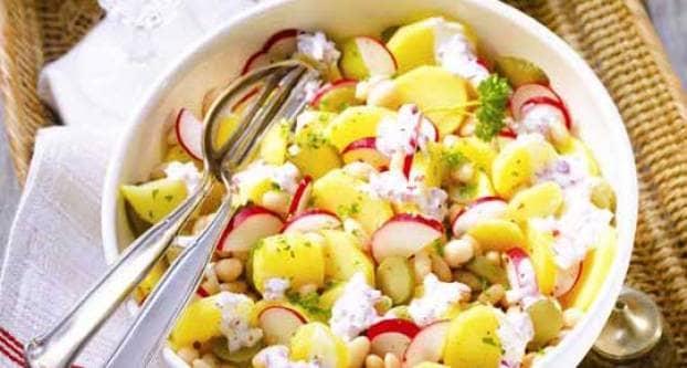 Kruidige aardappel-bonensalade