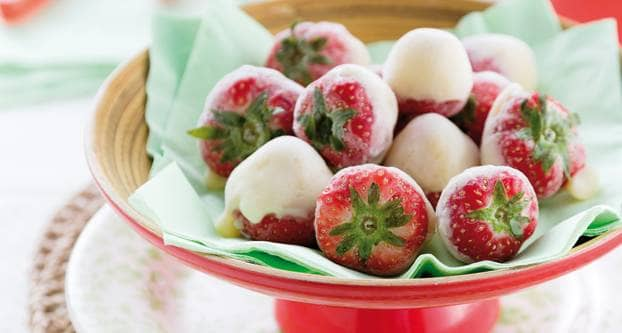 Bevroren yoghurtaardbeien