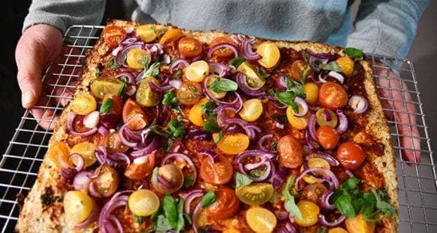 Bloemkoolpizza met tomaat