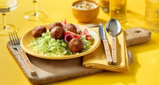 Broccolirijst met falafel en hummus