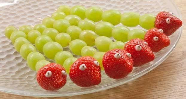 Slangen van aardbei en druiven