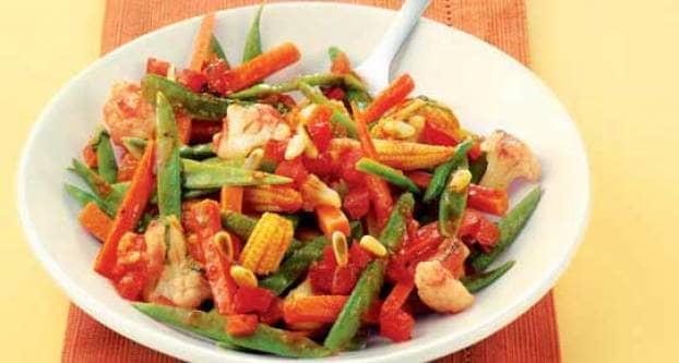 Groentesalade met tomatendressing