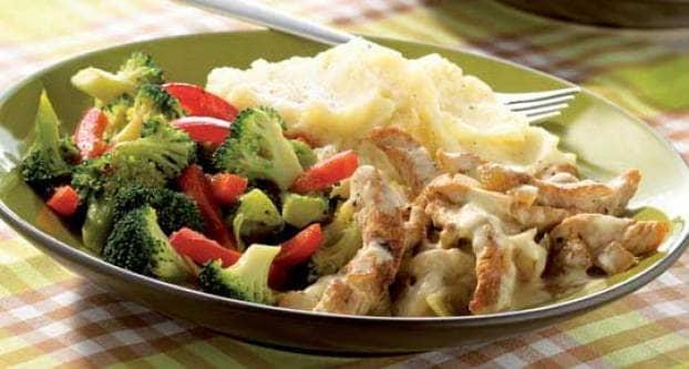 Kalkoenreepjes met aardappelpuree en broccoli