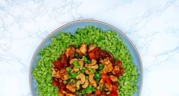 Kip siam met broccolirijst