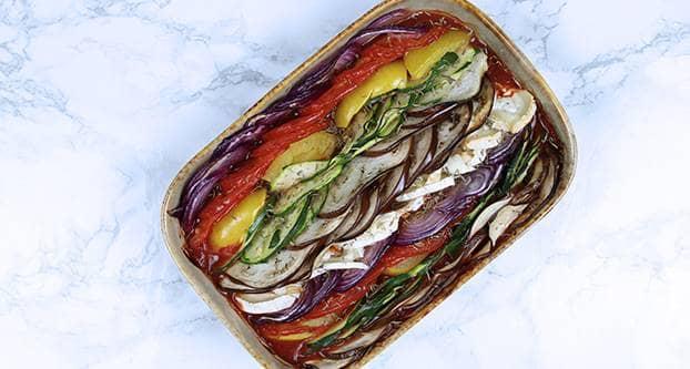 Gekleurde groente ovenschotel met geitenkaas