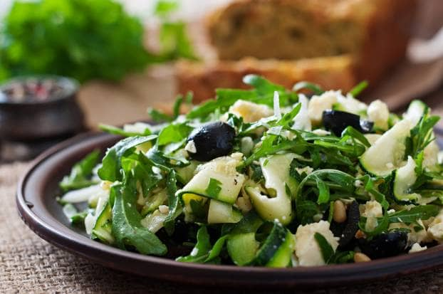 Salade van courgette, rucola en granaatappel