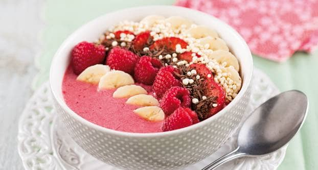 Smoothie­bowl met rood fruit en quinoa