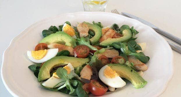 Salade met ei en kip