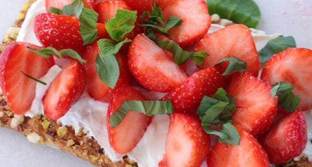 Cracker met aardbeien