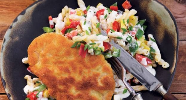 Wiener schnitzel met pastasalade
