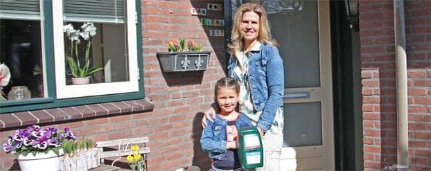 Foto Barbara  die met Lisa collecteert voor het Diabetes Fonds