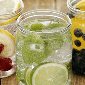 Fruitwater met citroen en munt