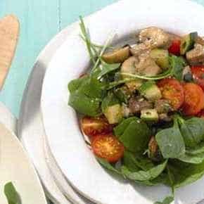 Gemengde salade met pestogroenten