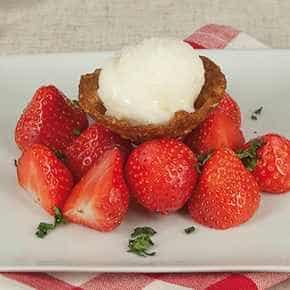 Krokant bakje met ijs en aardbeien