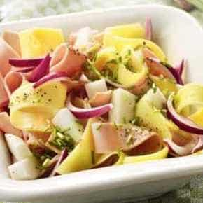 Salade van rettich, kaas en ham