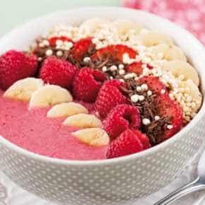 Smoothiebowl met rood fruit en quinoa