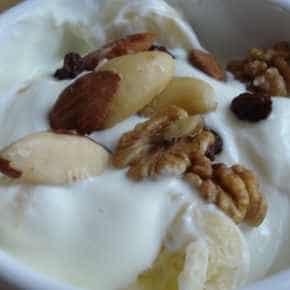 Griekse yoghurt met banaan en noten