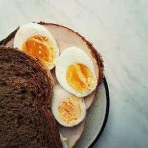 Volkorenbroodje met ei